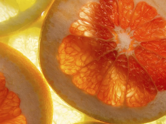 photodune-10995483-yellow-and-pink-grapefruit-slices-lit-from-below-m