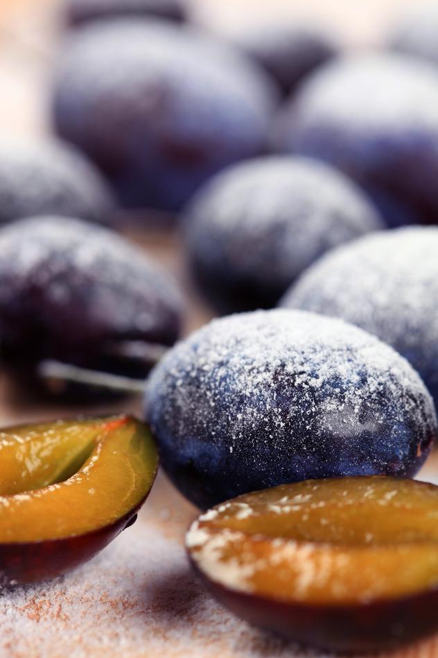 photodune-1470603-ripe-plums-s